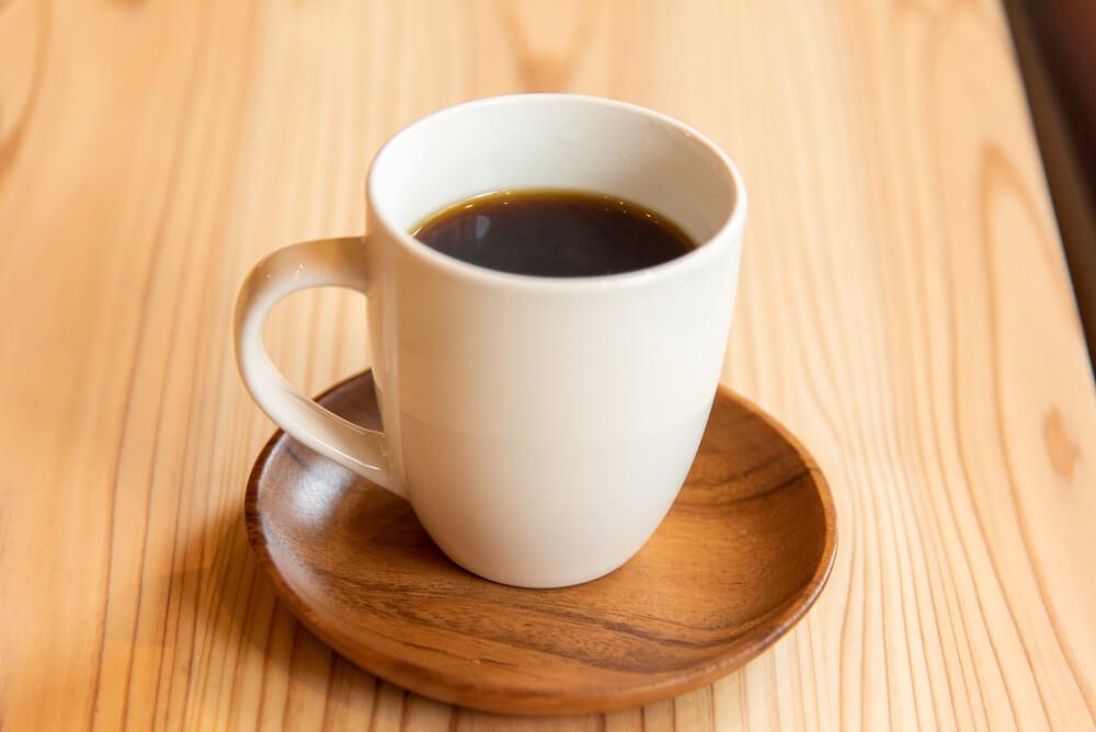★ネルドリップで丁寧に淹れられるコーヒーは、五六市に出店している「カフェサホ~゙レンド。香り高い「ブレンド 優 (450円税込)」は絵本の世界のワクワク感を表現。